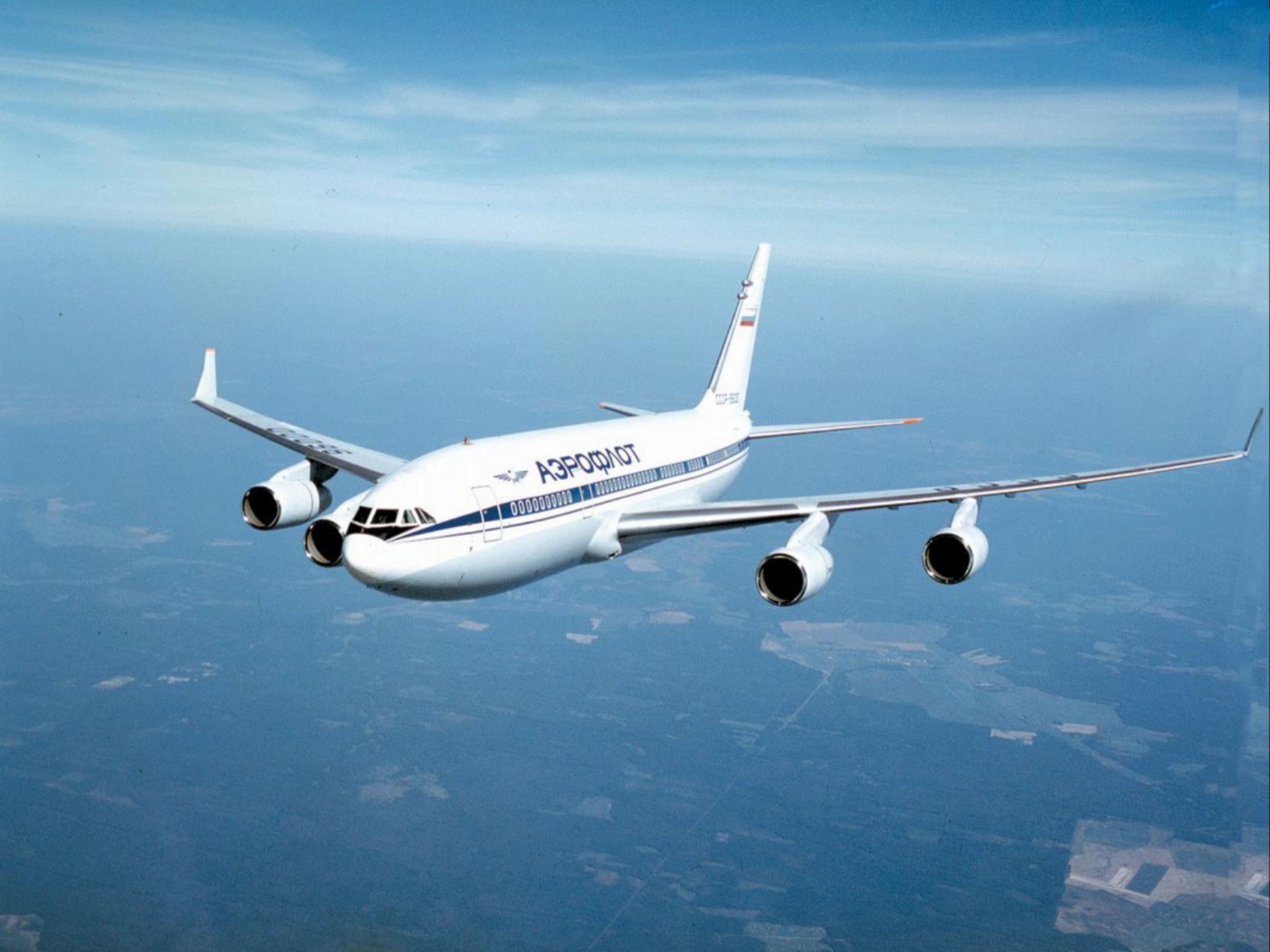 Самолет «Аэрофлота» несмог вылететь изБарнаула из-за трещины настекле.